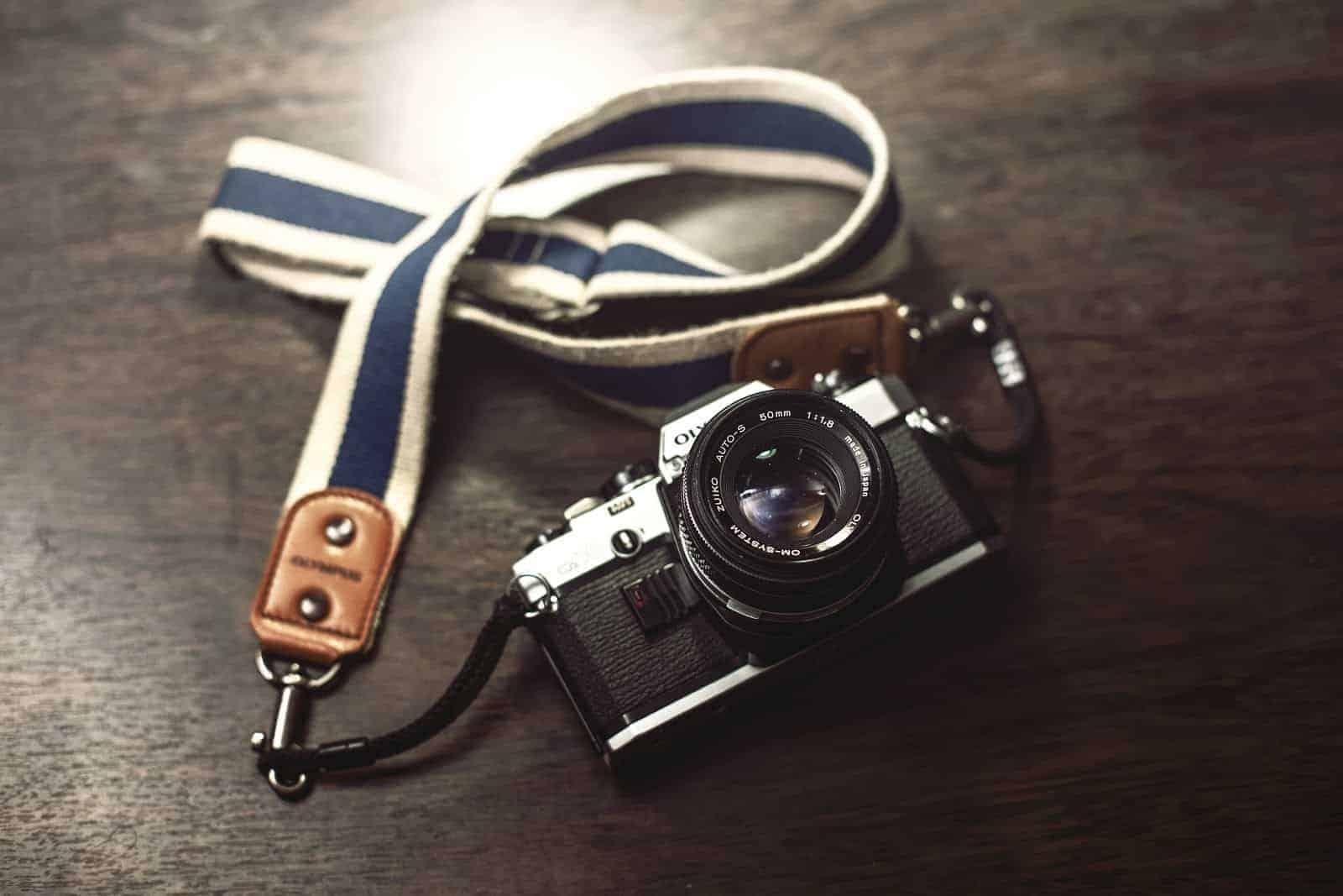106dc7b2-8dff-4df2-9a5e-759612e303b9_camera-photography-vintage-technology-7658394