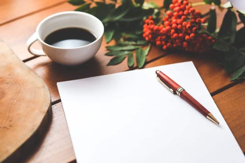 coffee-cup-desk-pen-800x533-7896788