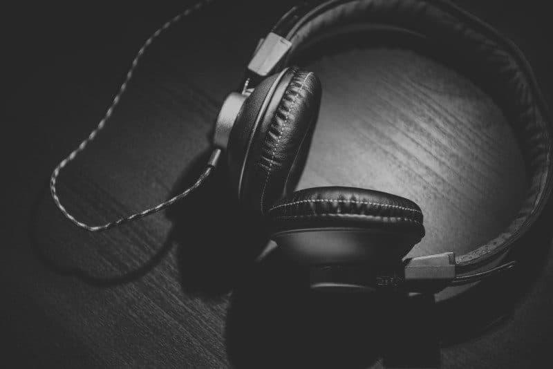 headphones-podcast-800x534-8336251