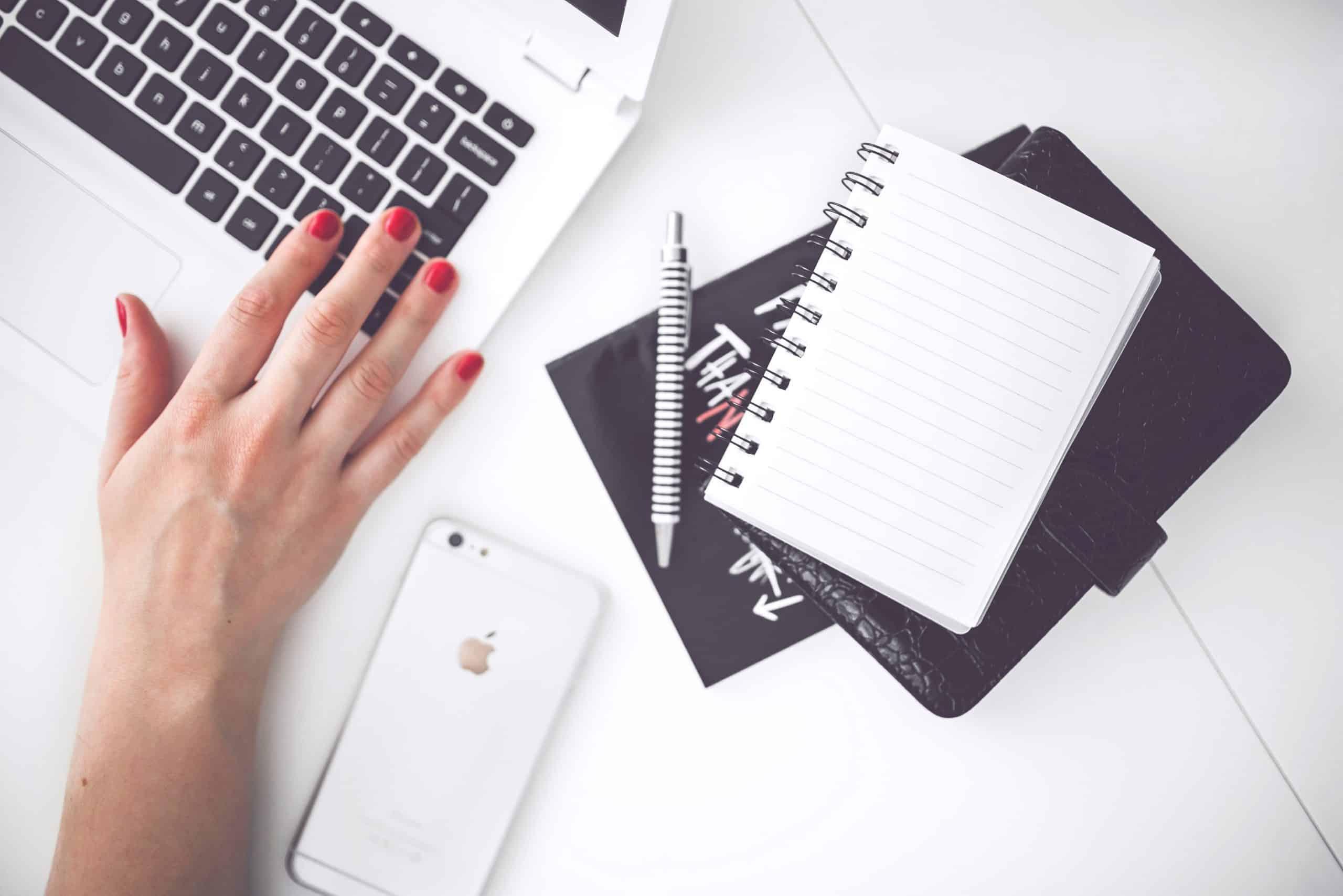 woman-hand-smartphone-desk-2870052
