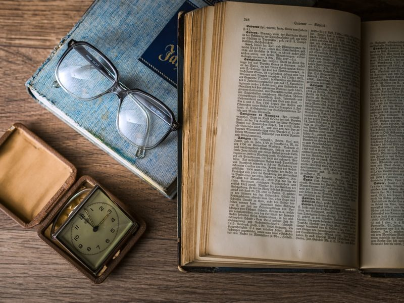 knowledge-book-library-glasses-800x600-5781302